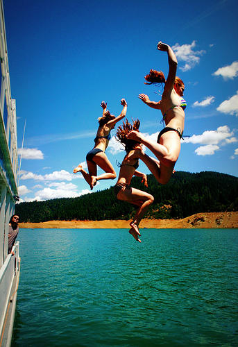 swimmers jumping into Shasta